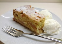 Obuolių pyragas su kukurūzų miltais