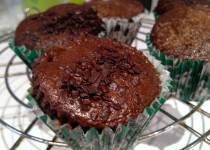 Šokoladiniai keksiukai su irisais